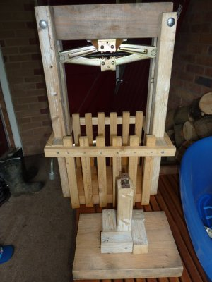 DIY Cider Press - cheap and simple to make from our plans  @ www.jamesandtracy.co.uk