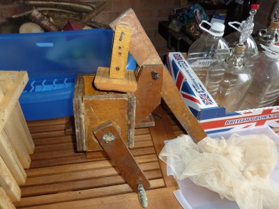 DIY cider or fruit scratter for traditional cider making  @ www.jamesandtracy.co.uk