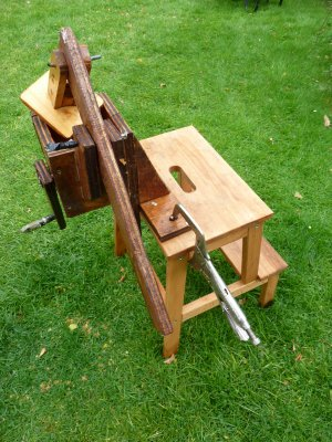 DIY Fruit or Cider Scratter Setup - plans for a traditional hand scratter  @ www.jamesandtracy.co.uk